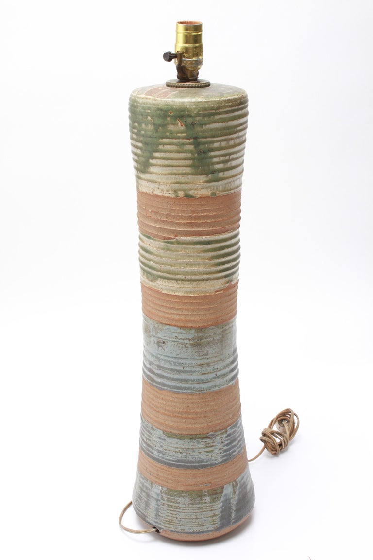 Karen Karnes Mid-Century Modern Stoneware Art Pottery Table Lamp In Good Condition For Sale In New York, NY
