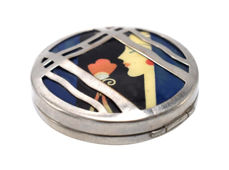 This has to be one of the most iconic of the Art Deco Ladies Powder compacts. This particular compact was made by the Woodworth Manufacturing Company in 1929 for the Karess line. A truly attractive Art Deco ladies compact in chromium plate with