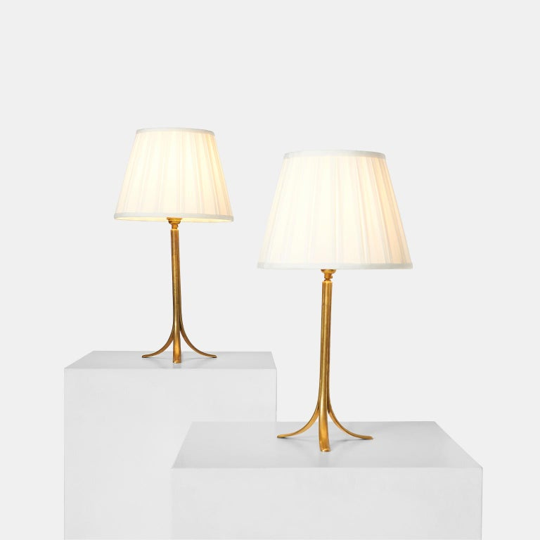 A table lamp made of cast brass, leg embossed Hagenauer Wien, WHW, made in Vienna, Austria.