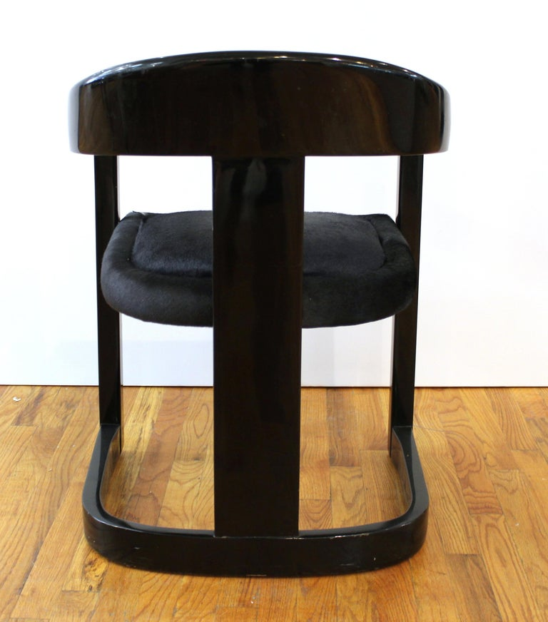 Karl Springer Modern 'Onassis' Black Lacquer Armchairs with Pony Hair Seats In Good Condition For Sale In New York, NY