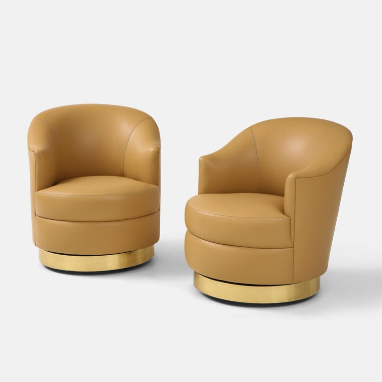 Mid-Century Modern Karl Springer Pair of Swivel Chairs in Camel Edelman Leather and Brass, 1980s For Sale