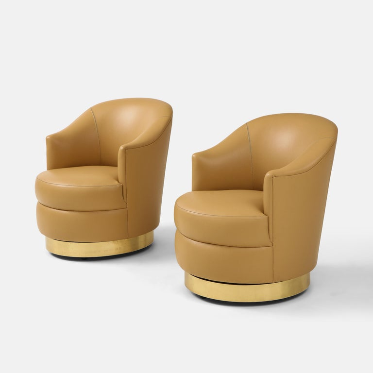 American Karl Springer Pair of Swivel Chairs in Camel Edelman Leather and Brass, 1980s For Sale