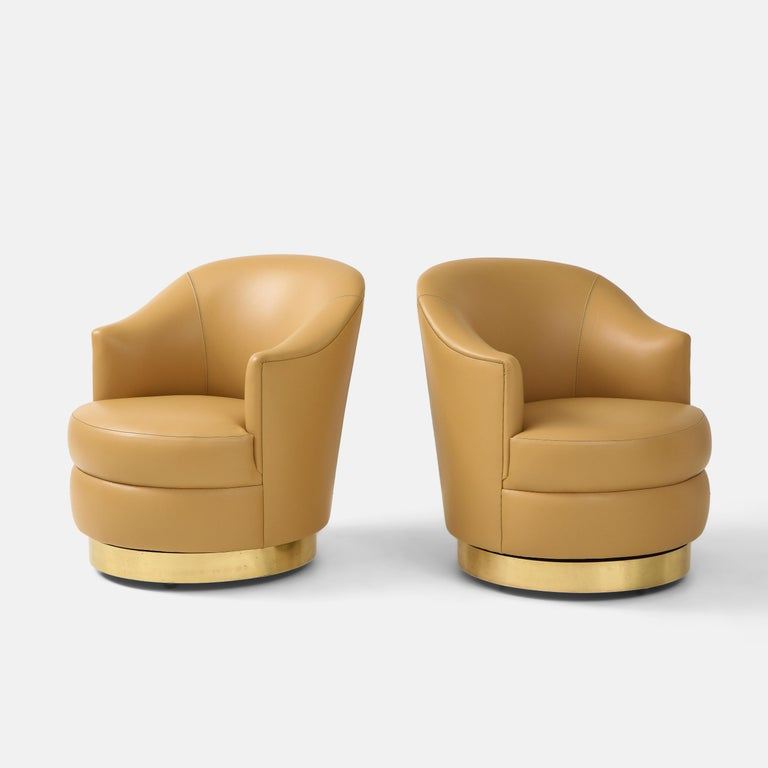 Karl Springer Pair of Swivel Chairs in Camel Edelman Leather and Brass, 1980s In Good Condition For Sale In New York, NY