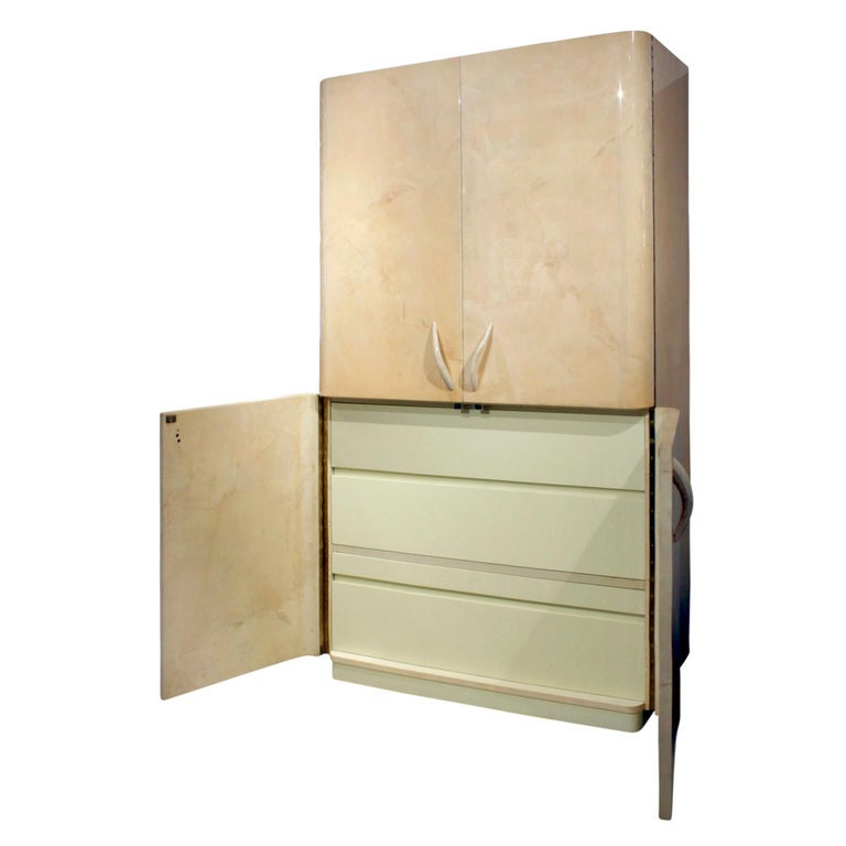 Karl Springer Rare Cabinet in Lacquered Goatskin with Horn Handles, 1970s In Excellent Condition For Sale In New York, NY