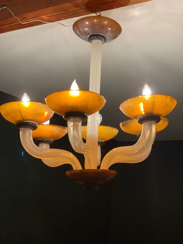 Karl Springer Seguso Fluted Cream and Amber Scavo Murano Glass Chandelier, 1980 For Sale 1
