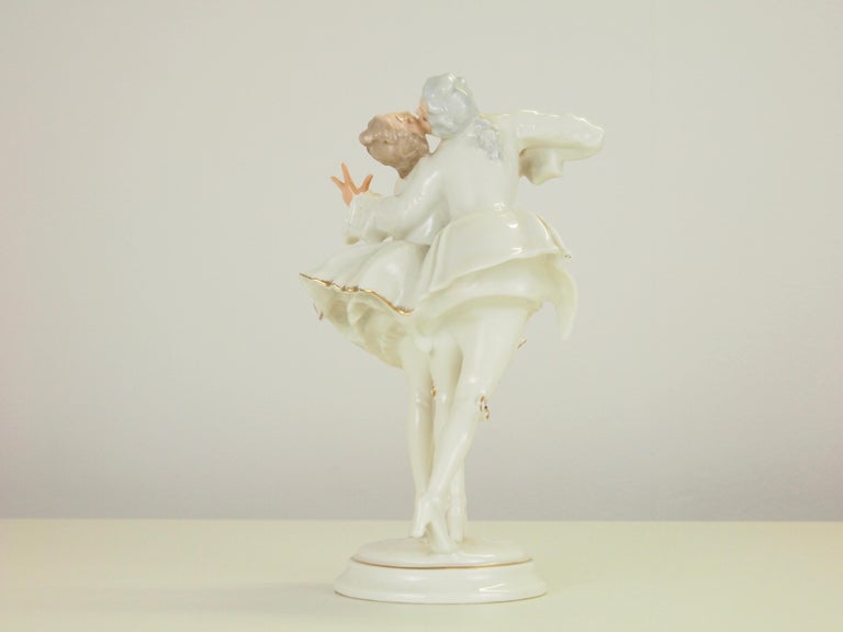 Karl Tutter for Hutschenreuther Selb Kunstabteiling Romantic Figurine In Good Condition For Sale In Hilversum, Noord Holland