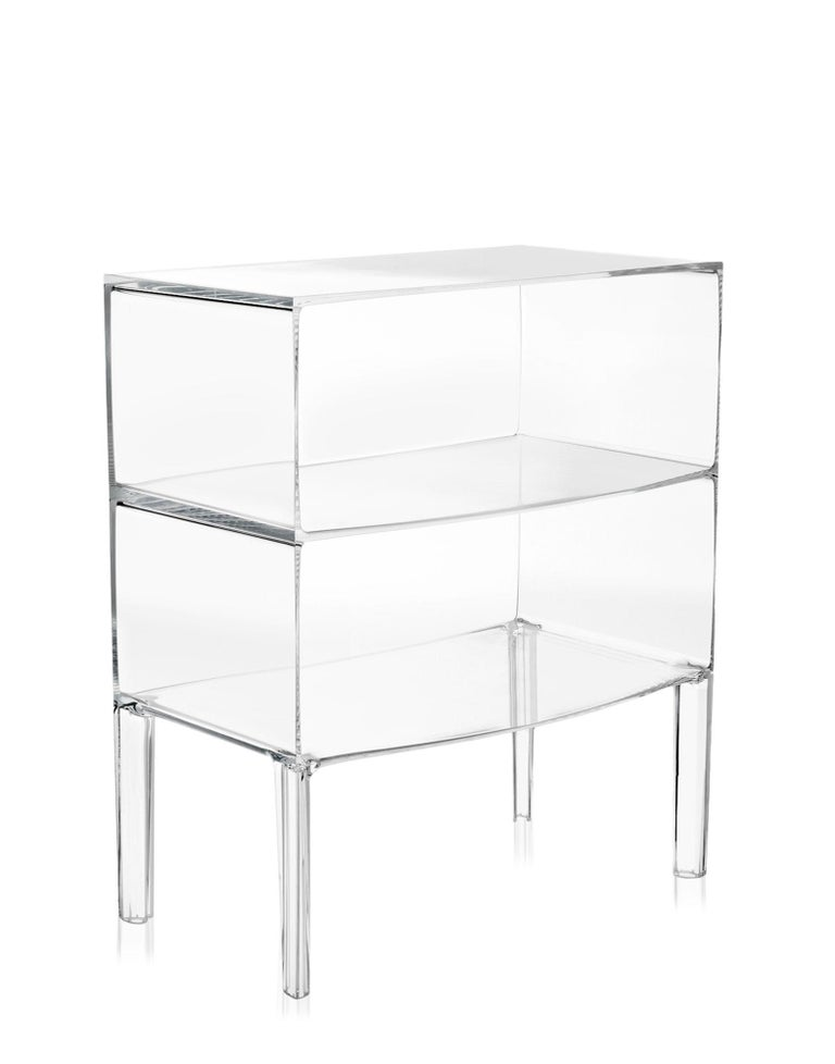 The Kartell catalogue adds yet another piece to its furniture collection, the commode. Starck has revamped it and the Kartell-style commode evokes the lines of Classic furniture while its transparency and plastic material give it a contemporary