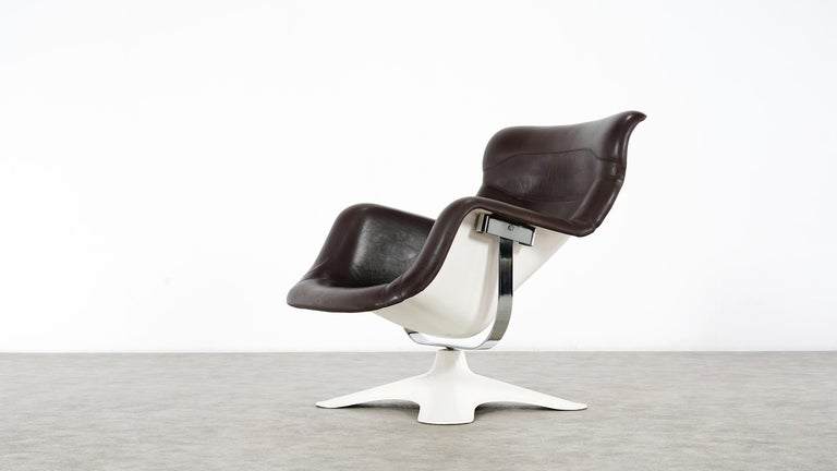 Karusselli lounge chair, designed in 1964 by Yrjö Kukkapuro for Artek, Finland. The chair is one of the most famous designs from the Space Age of the 1960s.   Kukkapuro's design was based on the impression of his own body in the snow. It took him