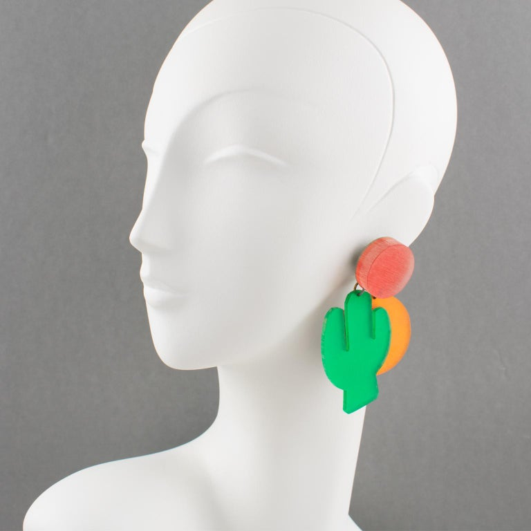 Stunning oversized Lucite dangling clip-on earrings designed by Harriet Bauknight for Kaso.  Do you feel the hot wind and the burning sun? It's the call of the arid desert, its zenith sun, and its big cactus. If you like this atmosphere, look no