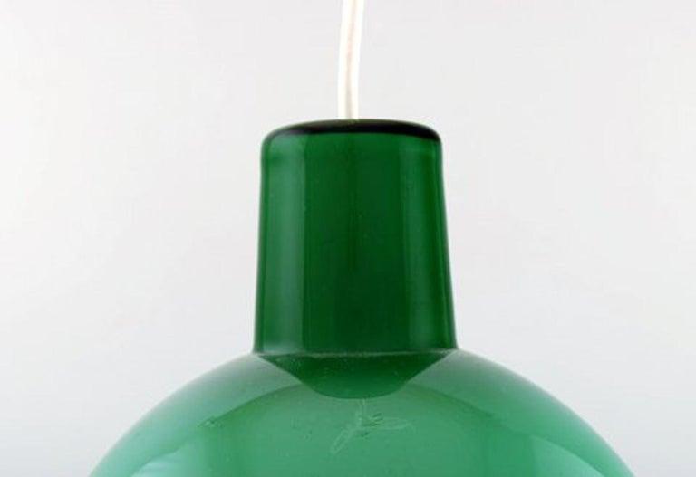 Kastrup / Holmegaard. Rare work pendant lamp in green opaline glass. Danish design, 1960s. In very good condition. Measures: 19.5 x 16 cm.
