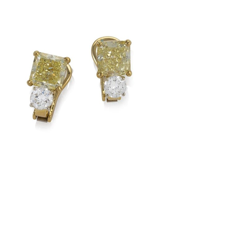 Kauffman de Suisse Fancy Diamond Earrings In Excellent Condition For Sale In New York, NY