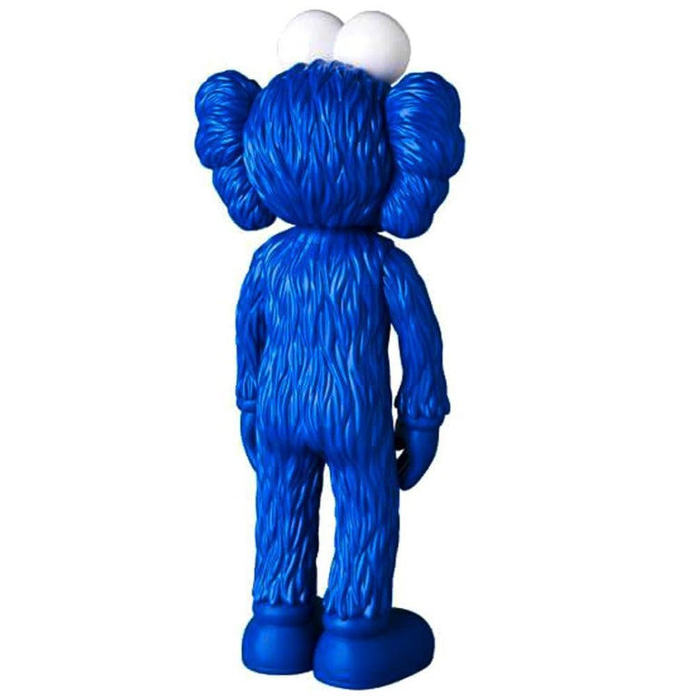 KAWS: BFF (Blue) - Original Vinyl Sculpture, Street art, Pop Art. MOMA For Sale 1