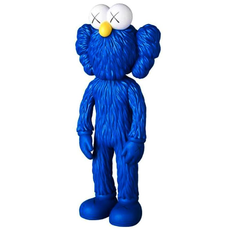 KAWS: BFF (Blue) - Original Vinyl Sculpture, Street art, Pop Art. MOMA For Sale 2