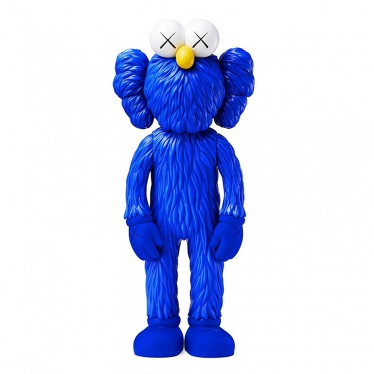 BFF (Blue) Date of creation: 2018 Medium: Sculpture Media: Vinyl Edition: Open Size: 33.5 x 14.5 x 8.3 cm Observations: Vinyl sculpture published in 2018 by KAWS/ORIGINALFAKE & Medicom Toys. Sent inside its original box. KAWS pays tribute to one of