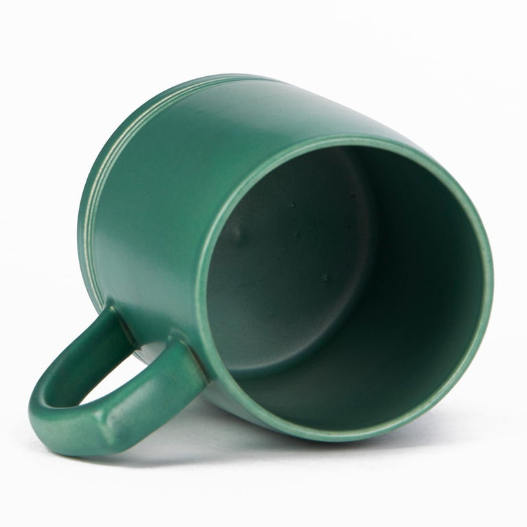 Keith Murray for Wedgwood Iconic Green Art Deco Mug, circa 1935 In Good Condition In Bishop's Stortford, Hertfordshire