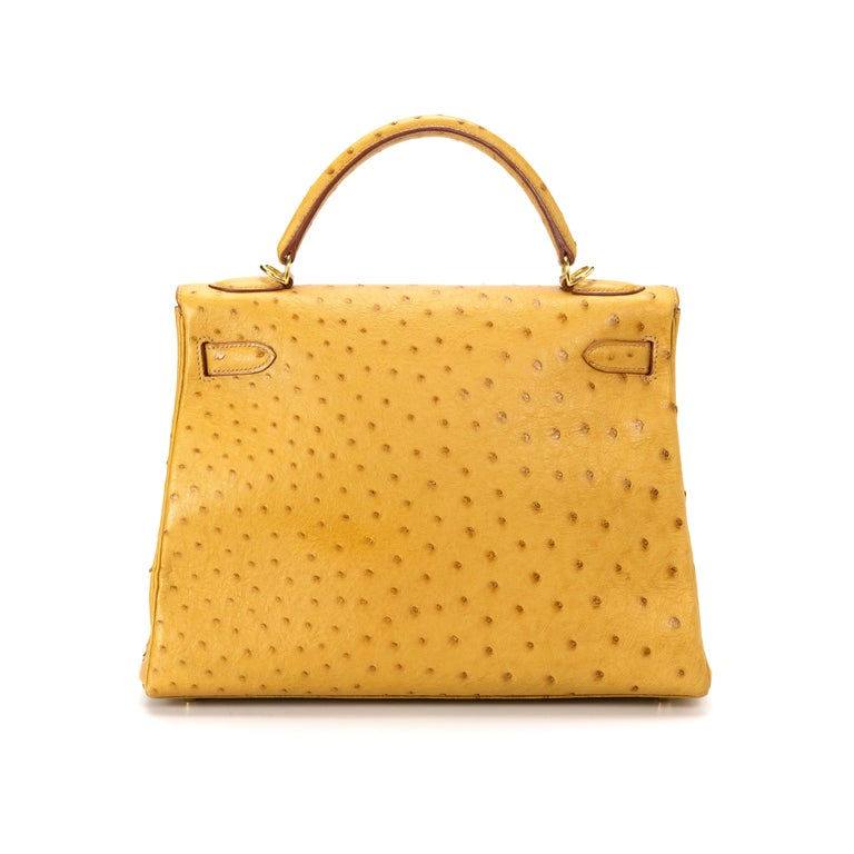This 32cm Kelly Retourne bag from Hermès is a true testament to the quality of the house's craftsmanship, exuding timeless style and elegance. crafted in ostrich skin, the rarest and most coveted of the exotic leathers, highly distinguishable by the