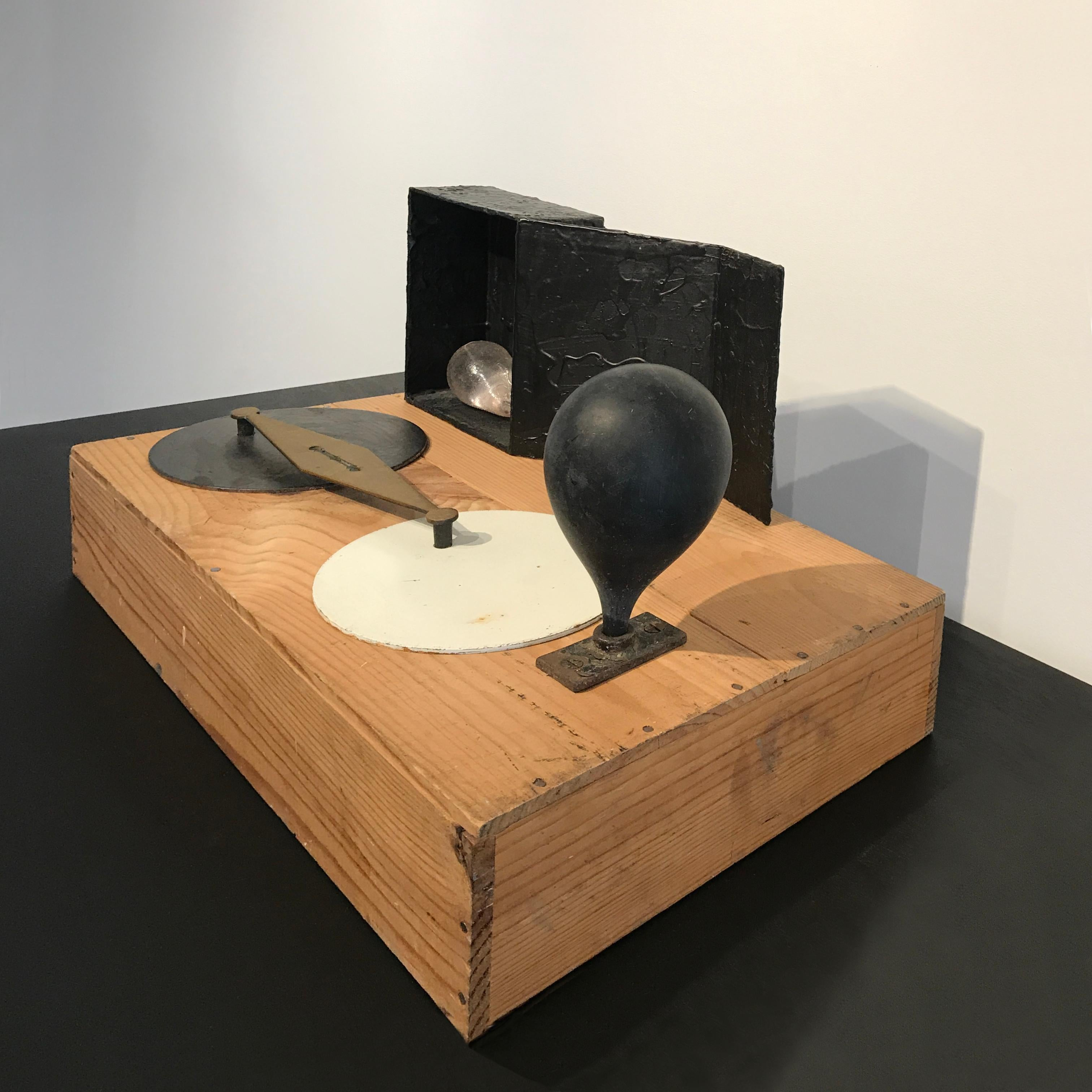 Sculpture, abstract record player: 'Kristallo'