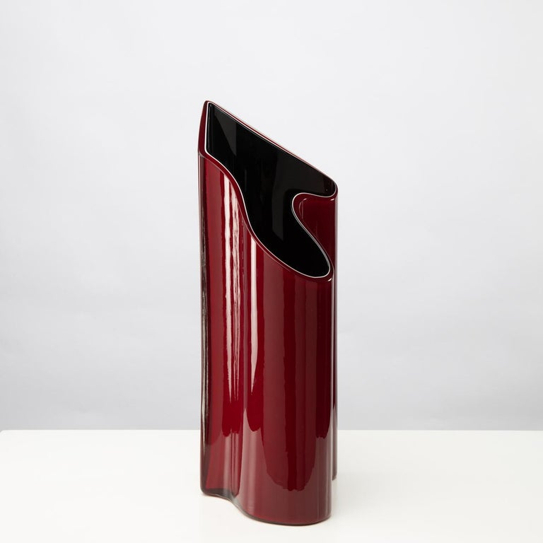 A large and spectacular vase with a typical 90s design and a very unusual shape, between these two layers, the black and the red, is a thin line of white glass, which gives depth to the vase.     Timo Sarpaneva was invited by Paolo Venini to join