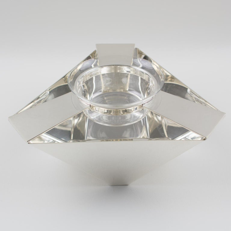 Stylish modernist Art Deco inspired silver plate barware caviar serving bowl designed by Ken Benson for St James, Brazil. Chic Minimalist design with geometric streamline shape and compliment with crystal bowl insert. Marked underside: Ken Benson -