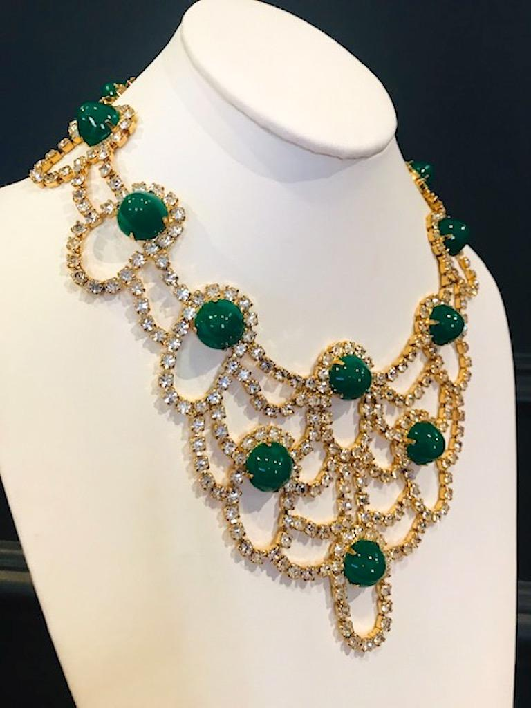 Kenneth Jay Lane 1980s Rhinestone & Green Cabochon Necklace In Excellent Condition For Sale In New York, NY