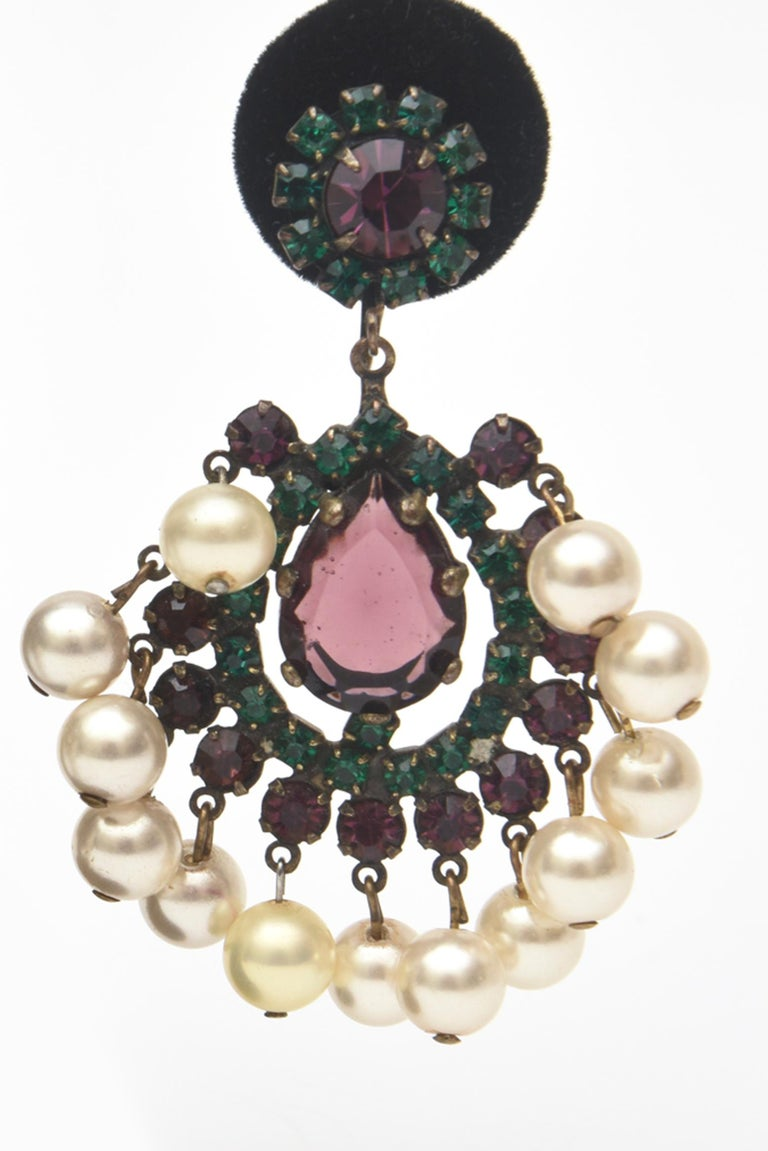 Kenneth Jay Lane Green, Purple Pearl Dangle Chandelier Clip On Earrings Vintage In Good Condition For Sale In North Miami, FL