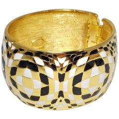 Kenneth Jay Lane KJL Geometric White and Black Enamel Bangle Bracelet in Gold