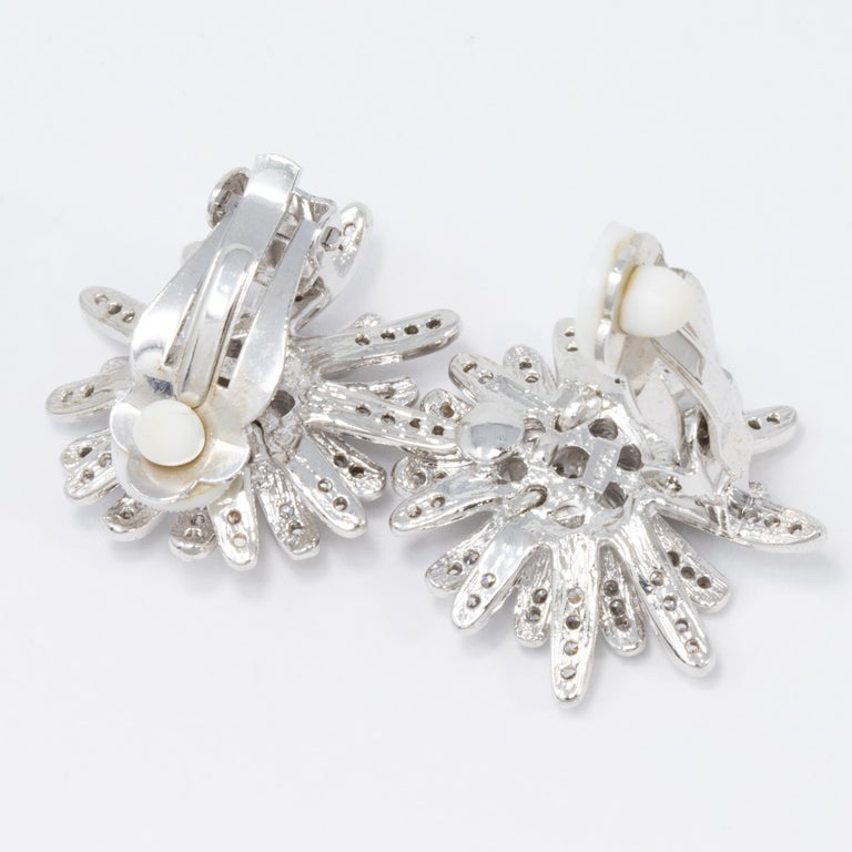 Kenneth Jay Lane Silver Clear Cubic Zirconia Crystal Flower Button Clip Earrings In New Condition For Sale In Milford, DE