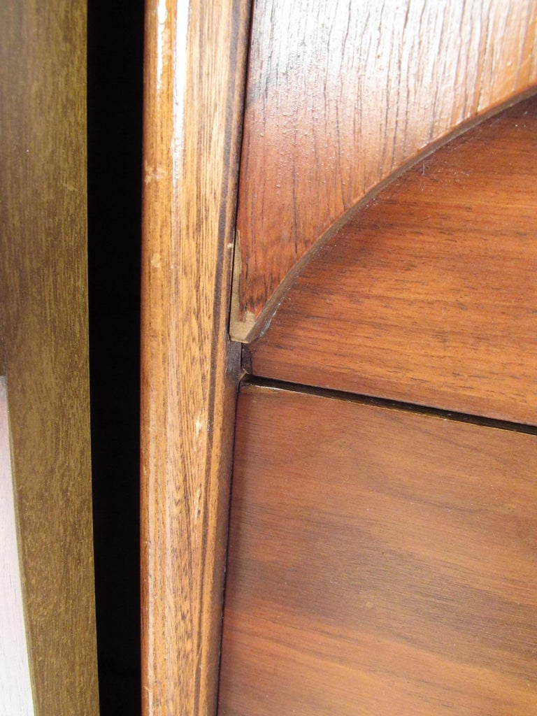 Kent Coffey Perspecta Dresser in Rosewood and Walnut For Sale 9