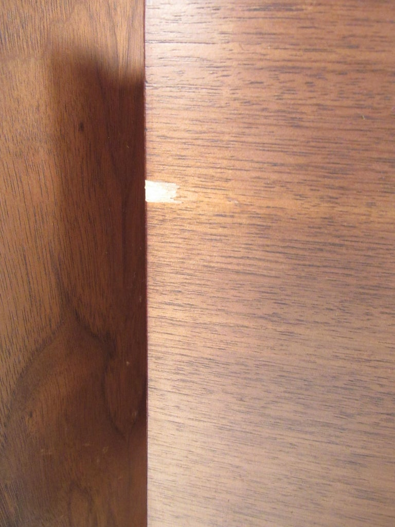 Kent Coffey Perspecta Dresser in Rosewood and Walnut For Sale 10