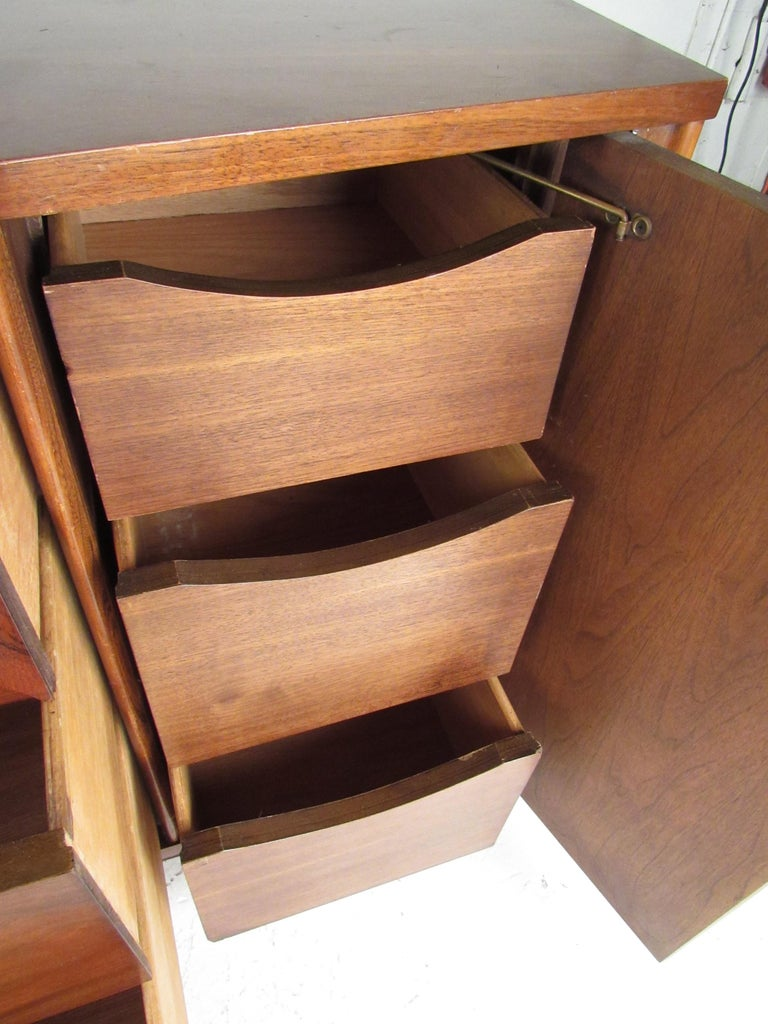 Kent Coffey Perspecta Dresser in Rosewood and Walnut For Sale 1