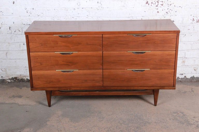 A stunning Mid-Century Modern long dresser or credenza from