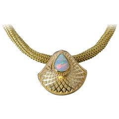 Kent Raible 18 Karat gold granuliert Muschelanhänger mit 1,98 ct Australian Opal