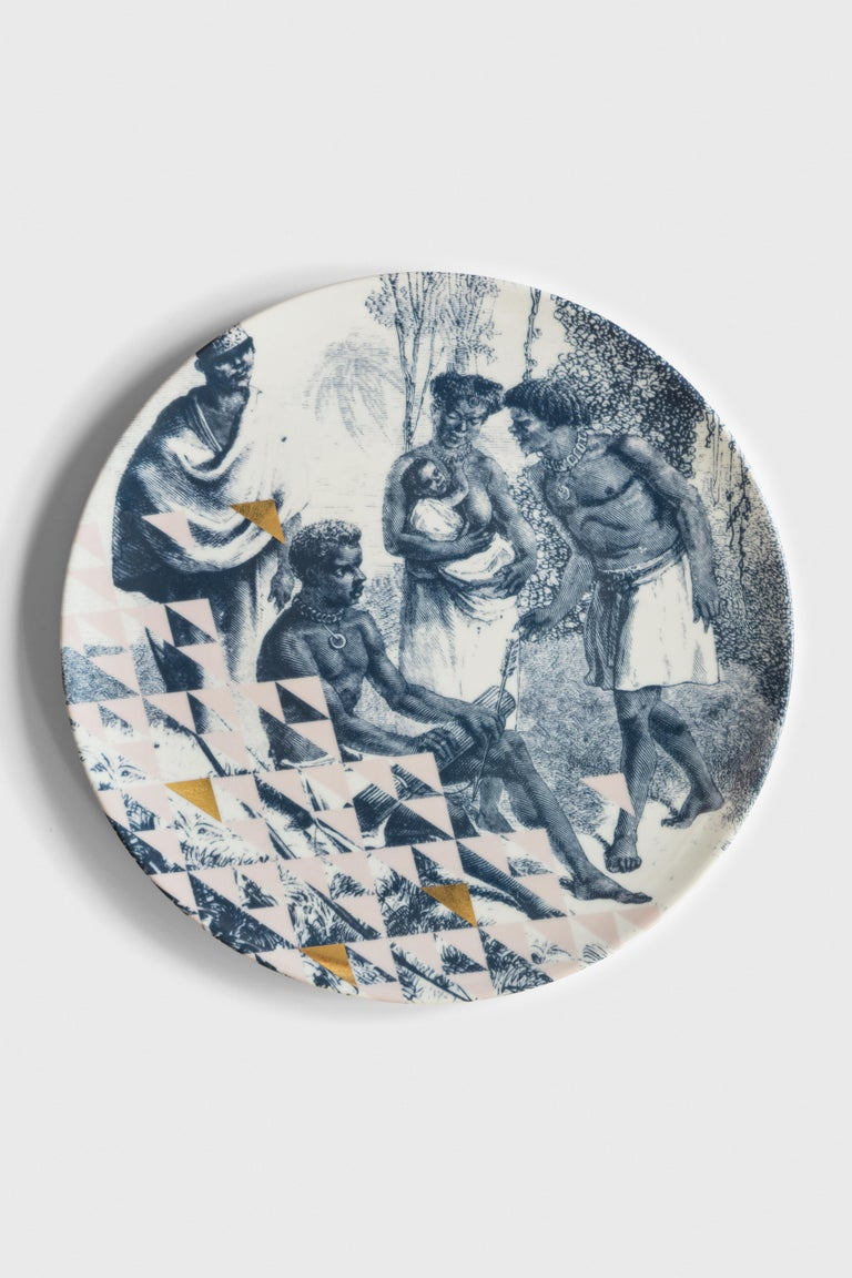 Kenya is a journey through smells, colors and stories of the African warrior populations. Scenes of everyday life of men, women and children are depicted on the whole plate without borders or frames. The only decorative element is given by the