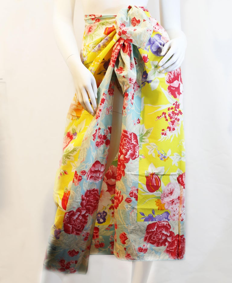 Kenzo  floral print blue,  pink and red beach  scarf For Sale 2