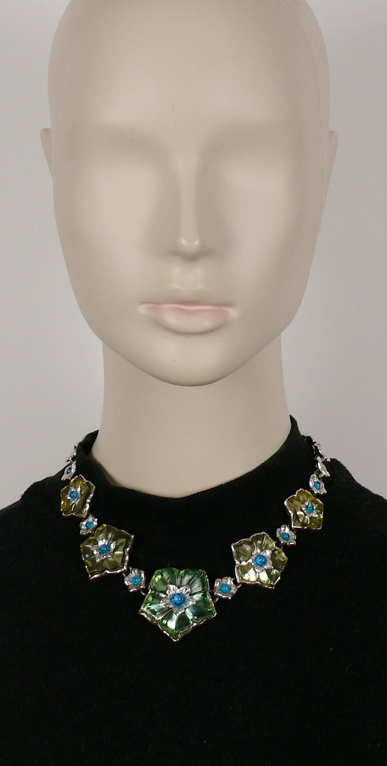 KENZO vintage silver toned floral necklace featuring resin flowers with aqua blue glass beads embellishement.  Adjustable hook closure.  Embossed KENZO PARIS.  Indicative measurements : adjustable length from approx. 41 cm (16.14 inches) to approx.