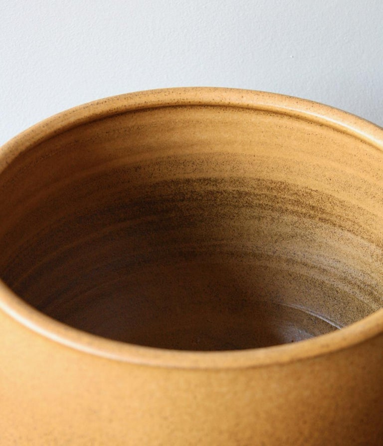 KH Würtz X-Large Planter in Orange Glaze In New Condition For Sale In London, GB