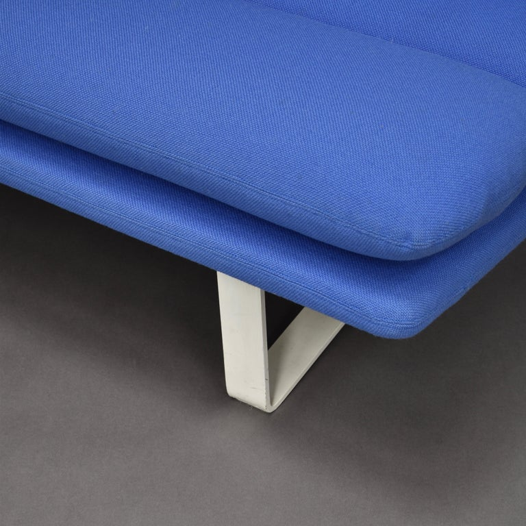 Kho Liang Ie C684 Three-Seat Sofa for Artifort, Netherlands, circa 1968 For Sale 3