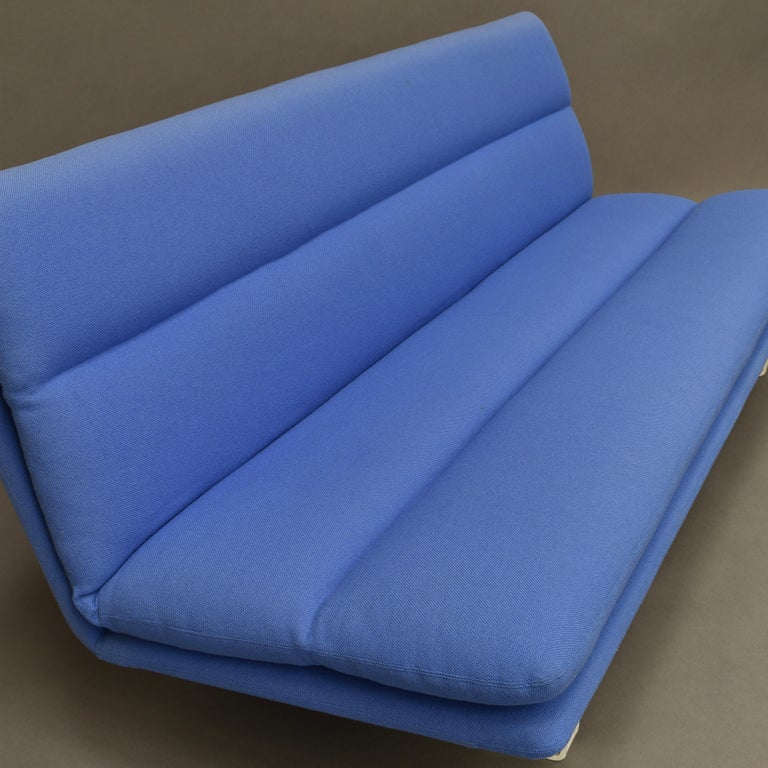 Kho Liang Ie C684 Three-Seat Sofa for Artifort, Netherlands, circa 1968 For Sale 4