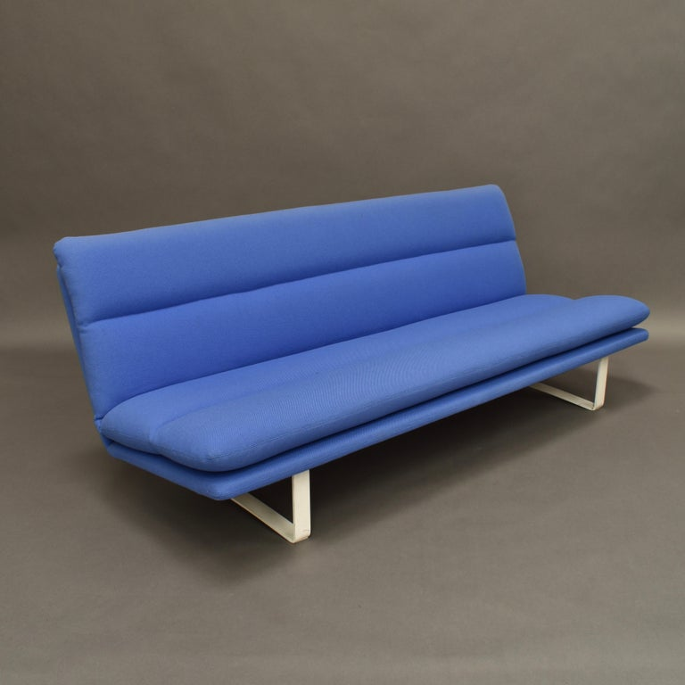 Dutch Kho Liang Ie C684 Three-Seat Sofa for Artifort, Netherlands, circa 1968 For Sale