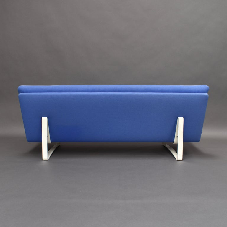 Kho Liang Ie C684 Three-Seat Sofa for Artifort, Netherlands, circa 1968 For Sale 1
