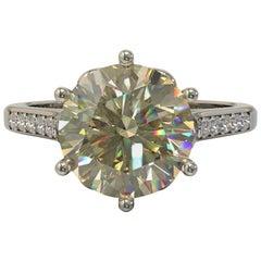 Kian Design Gold 2.00 Carat Round Brilliant Cut Moissanite and Diamond Ring