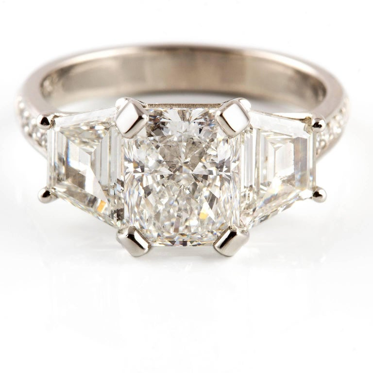 Modernist Kian Design Platinum GIA Certified Radiant and Trapezoid 3.68 Carat Diamond Ring For Sale