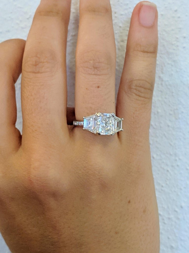 Kian Design Platinum GIA Certified Radiant and Trapezoid 3.68 Carat Diamond Ring In Excellent Condition For Sale In South Perth, AU