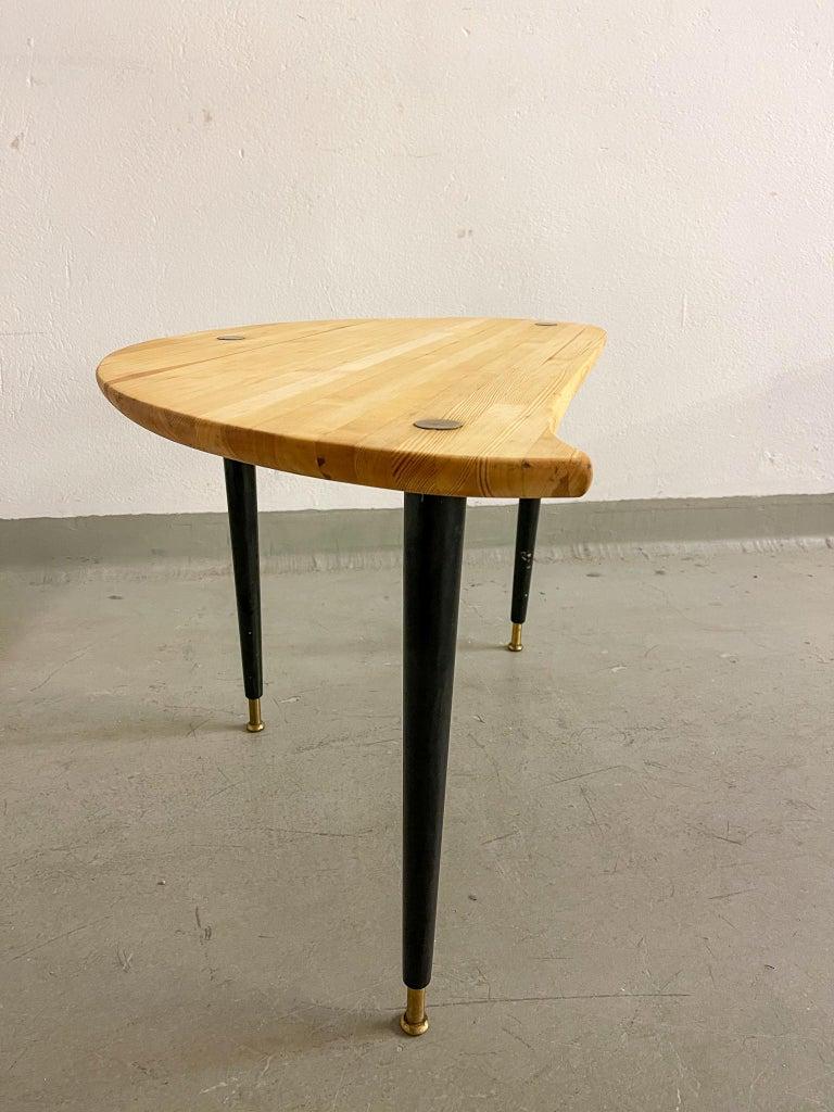 Kidney Shaped Side Table Produced by Svensk Fur, Sweden, 1970s For Sale 4