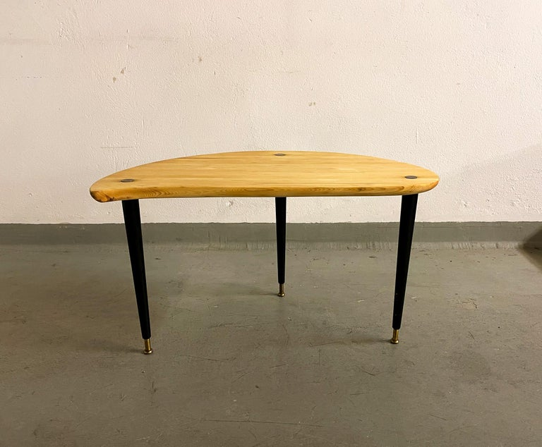Scandinavian Modern Kidney Shaped Side Table Produced by Svensk Fur, Sweden, 1970s For Sale