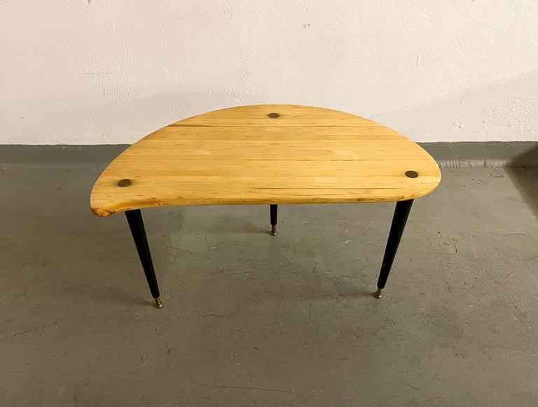 Swedish Kidney Shaped Side Table Produced by Svensk Fur, Sweden, 1970s For Sale