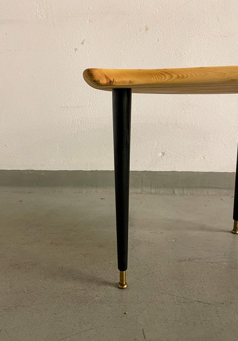 Kidney Shaped Side Table Produced by Svensk Fur, Sweden, 1970s In Good Condition For Sale In Langserud, SE