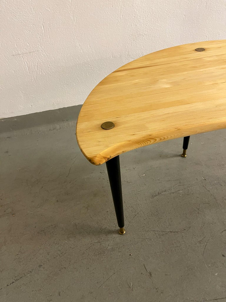 Late 20th Century Kidney Shaped Side Table Produced by Svensk Fur, Sweden, 1970s For Sale