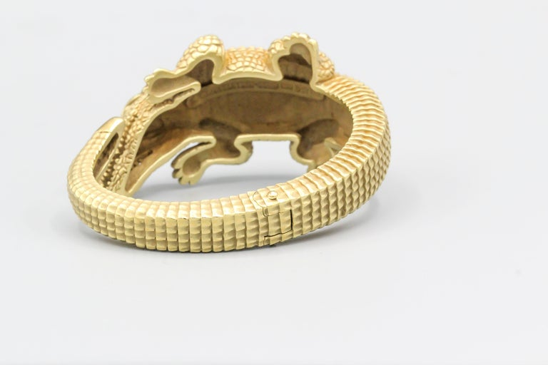 Kieselstein-Cord 18 Karat Gold Alligator Cuff Bracelet In Excellent Condition For Sale In New York, NY