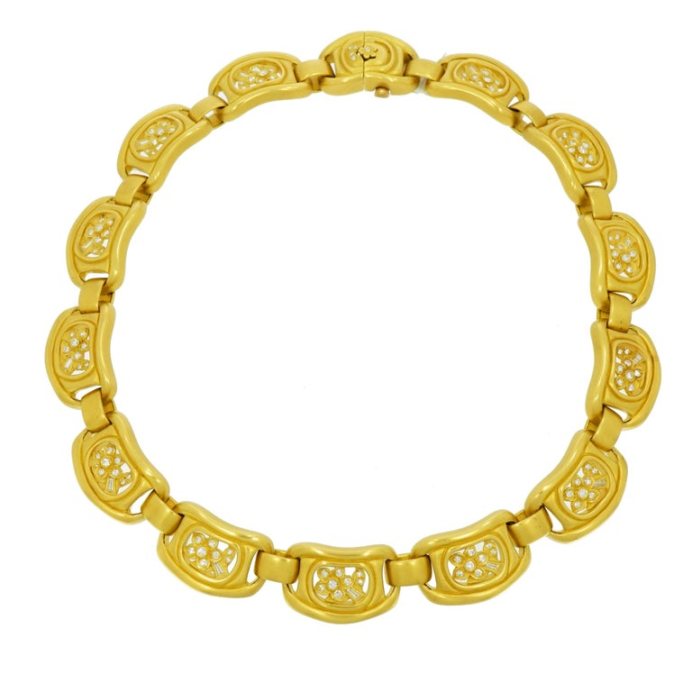 Barry Kieselstein-Cord (BKC) is a critically acclaimed, international, award-winning legendary American designer, artist, and photographer. This 18k yellow gold necklace is composed of soft organic shaped links centering flowers and leaves, accented